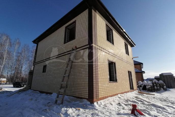 Недостроенный дом, в районе Новая нарезка, д. Падерина, по Московскому тракту