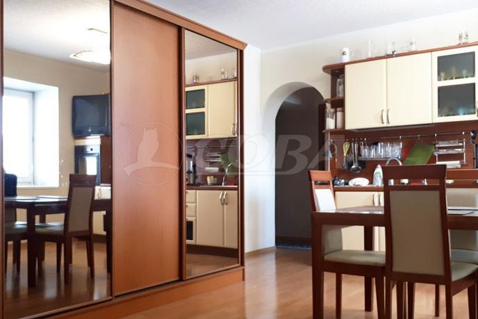 3 комнатная квартира  в районе УБР, ул. проспект Ленина, 69, г. Сургут