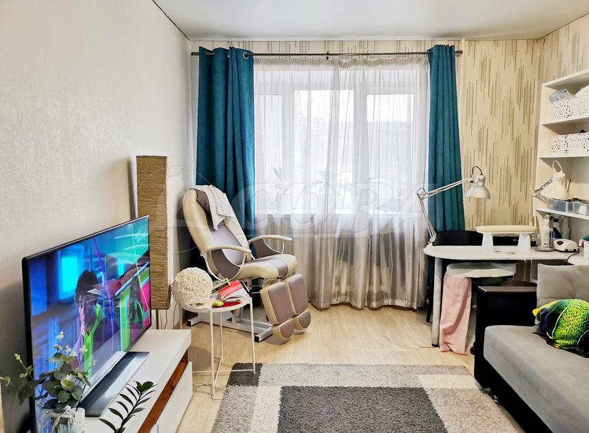 2 комнатная квартира  в 1 микрорайоне, ул. Монтажников, 2, г. Тюмень
