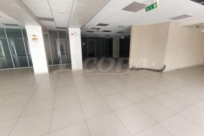 Нежилое помещение в торговом центре, аренда, в районе Центральный, г. Сургут
